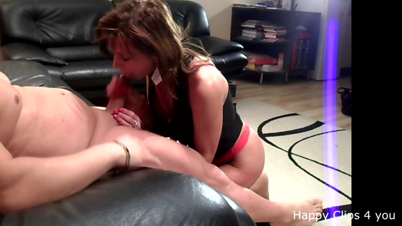 Fast cumshot by Anique's hands and lips