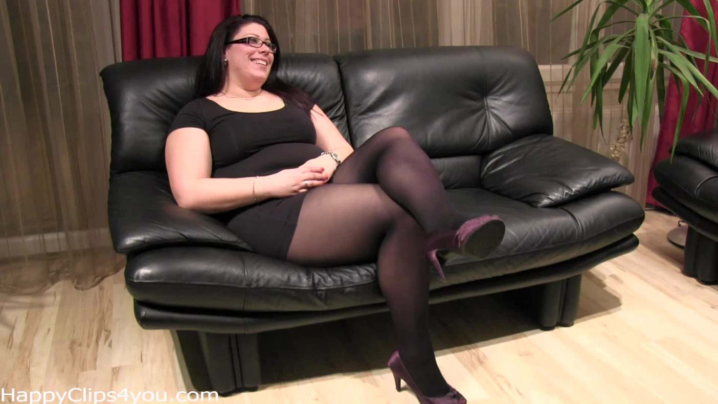 Foot smelling and cock stroking with Carolina