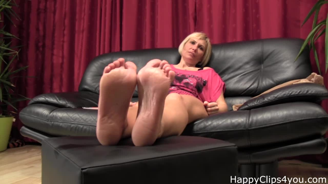 Grace barefoot soles play