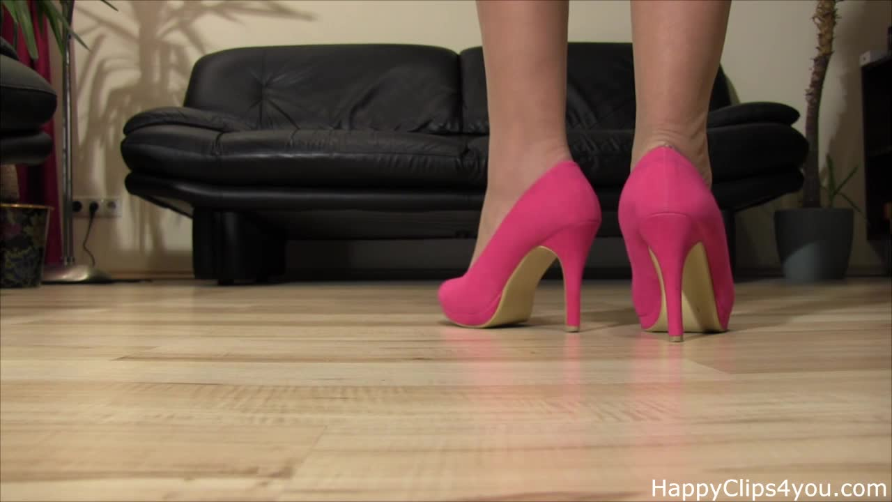 Mrs Loren high heels steps and nylons