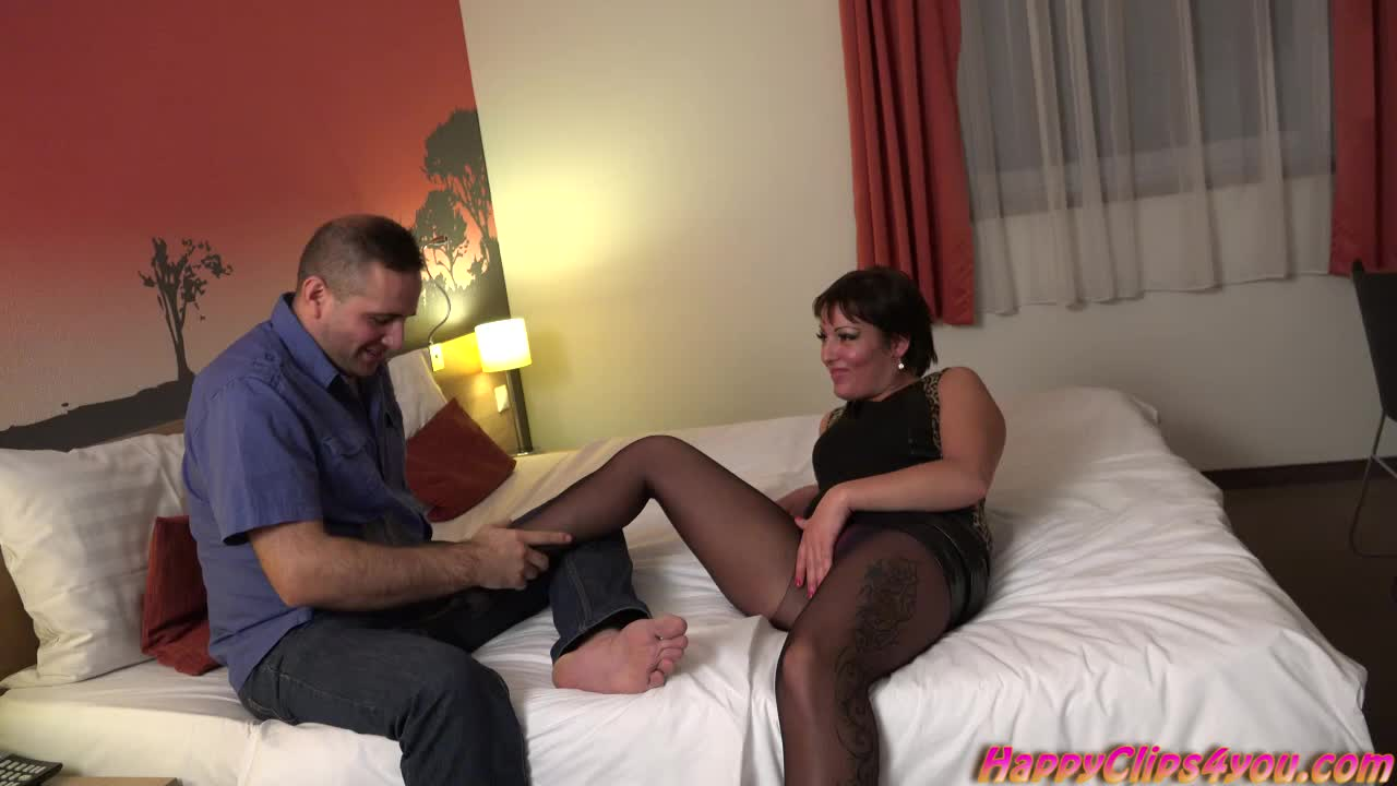 Nylon footjob with extra services by Victoria Mendez